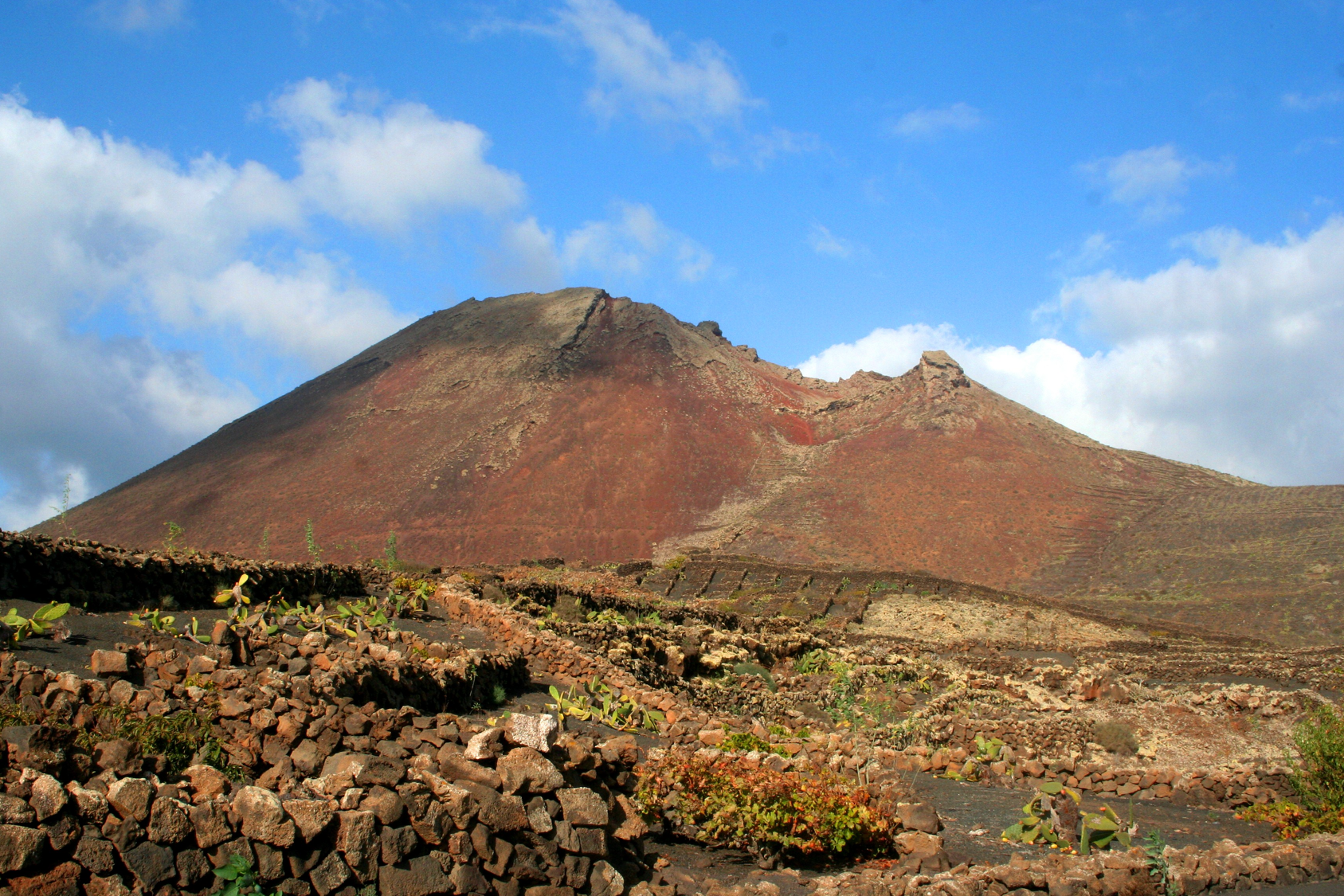 Fieldwork volcanology, geomorphology and natural hazards